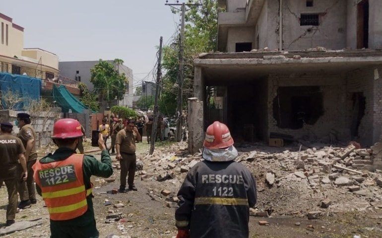 Massive Explosion in Lahore kills 5 with 30 injured