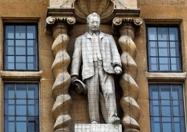 More than 150 Oxford lecturers 'refusing to teach' over decision to keep Cecil Rhodes statue