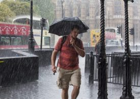 UK weather: Thunder and lightning to hit southern England after sweltering 30C day