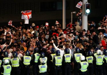 Police 'were held back' during Wembley chaos