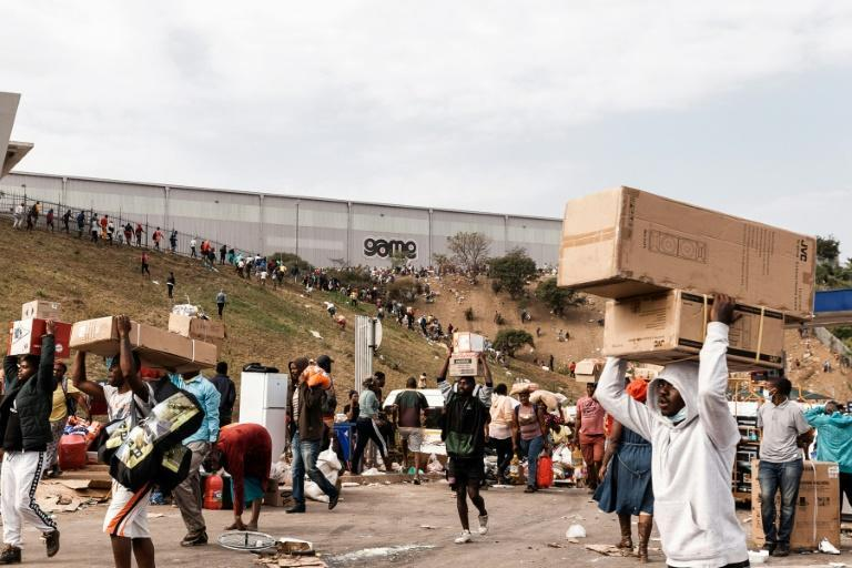 Death toll climbs as South Africa violence spirals - worst violence in decades