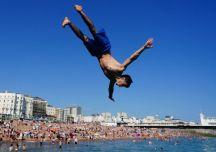 UK heatwave: UK soaks up the sun as temperatures soar