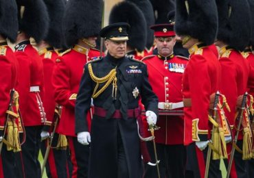 Queen will let Prince Andrew keep senior Guards role