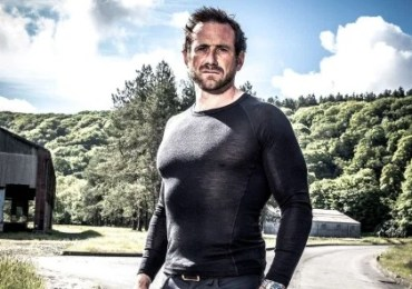 Celebrity SAS' Kieron Dyer batters instructor Jason 'Foxy' Fox after breaking rib