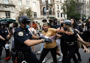 Met Gala 2021 – Huge BLM 'defund the police' protest erupts near fashion show red carpet as cops arrest demonstrators