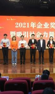 Guan Li on stage