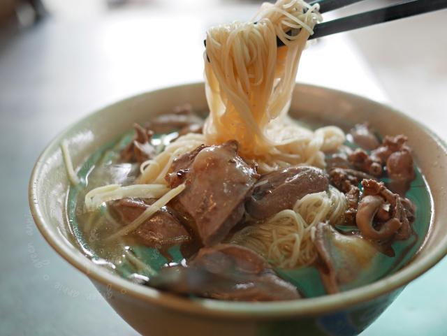 南屯豬腳麵線,濃濃當歸香,當地人也排隊的美味料理@台中