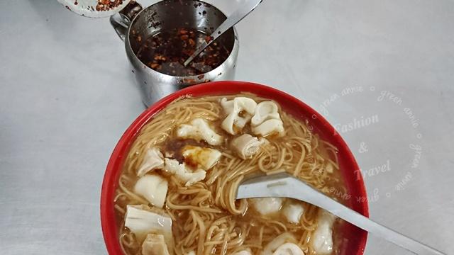 三重美食阿和麵線,料多實在的大腸花枝羹麵線