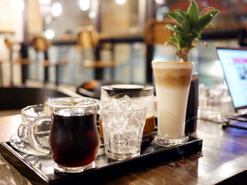 驚嘆號咖啡-新北三重區工業風咖啡廳,不限時、有插座、有WIFI