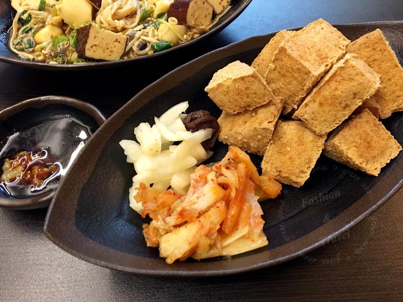 逢甲美食,紅茶臭豆腐逢甲西屯旗艦店,從午餐到宵夜都吃得到(已歇業)