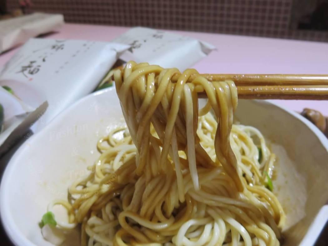 賈以食日-麻花麵