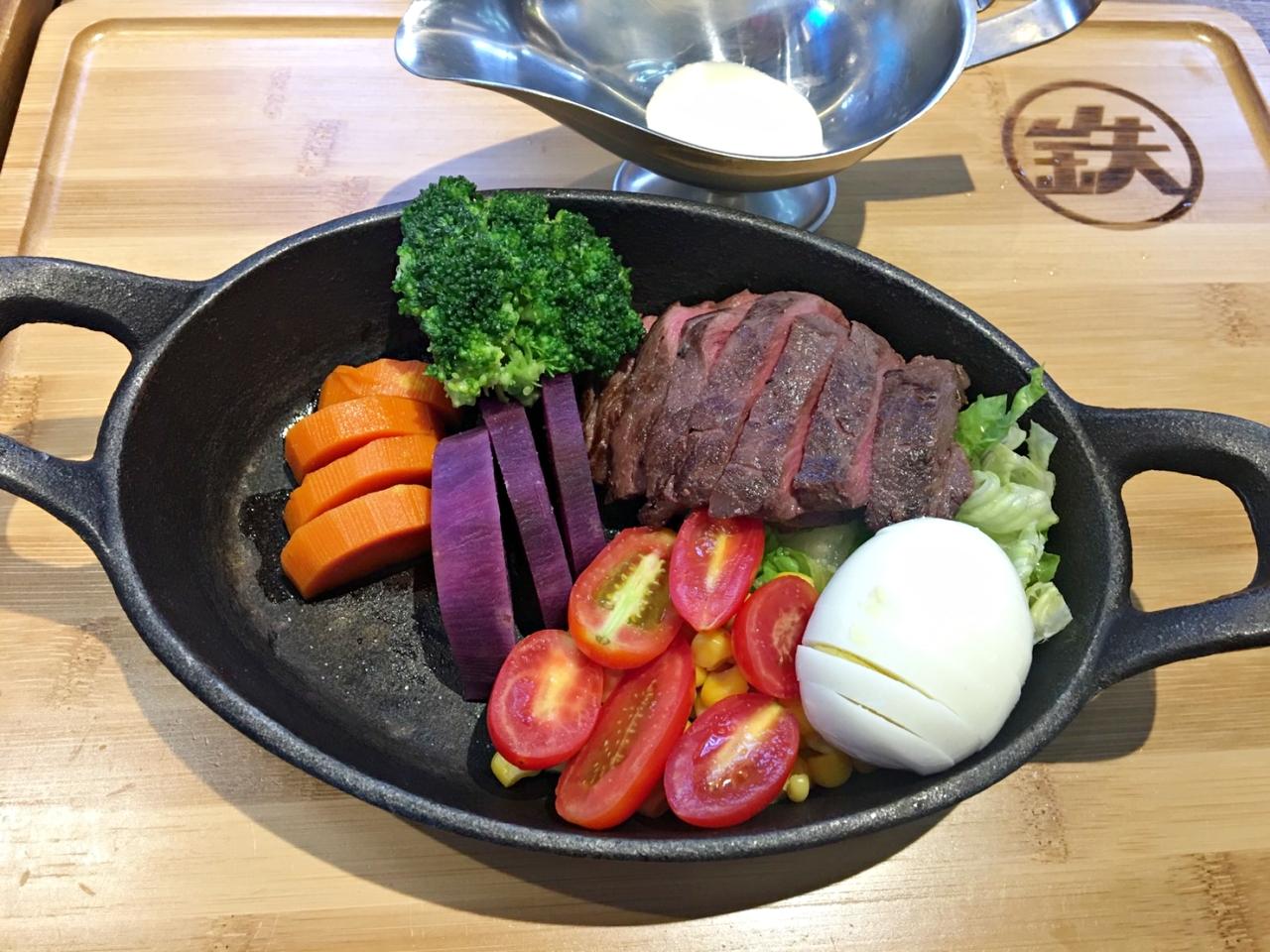鐵火牛排,樂軒和牛的平價牛排,和牛滷肉飯、湯、飲料、木桶豆花吃到飽