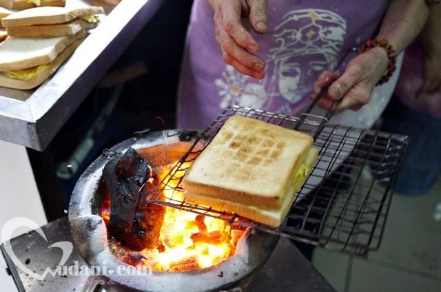 【台南美食】阿嬤碳烤三明治~武廟旁的古早好滋味 @吳大妮。Annie