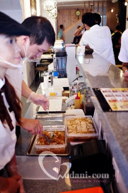 【台中】Bee&Milk 蜂巢霜淇淋~台中站前店新開幕 @吳大妮。Annie