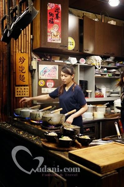 【台南】保哥黑輪~孔廟商圈人氣美食「炒泡麵」 @吳大妮。Annie