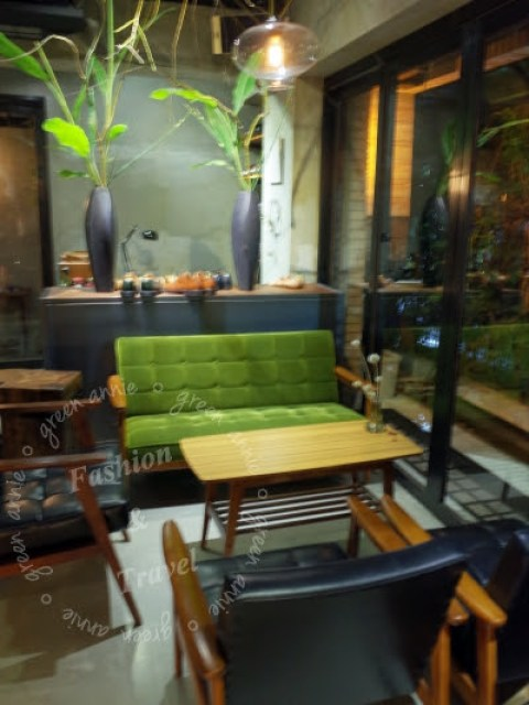 大安站咖啡廳推薦:Uranium cafe 鈾咖啡~很有設計感的咖啡廳,如果想喝點小酒也行唷 @吳大妮。Annie