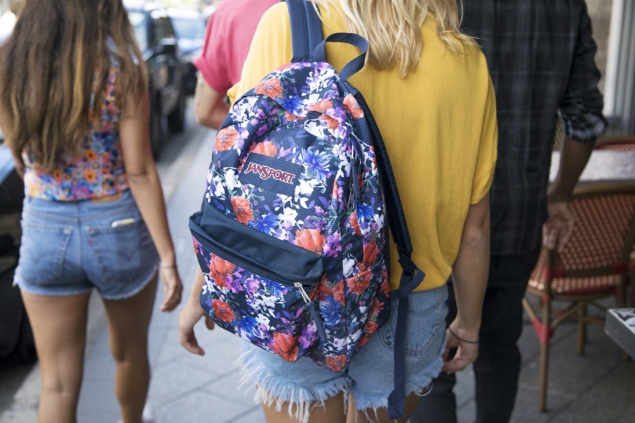 How to pack light for travel Fashion Girl's Guide Nigerian Fashion Blogger Wumi Tuase Jansport Backpack