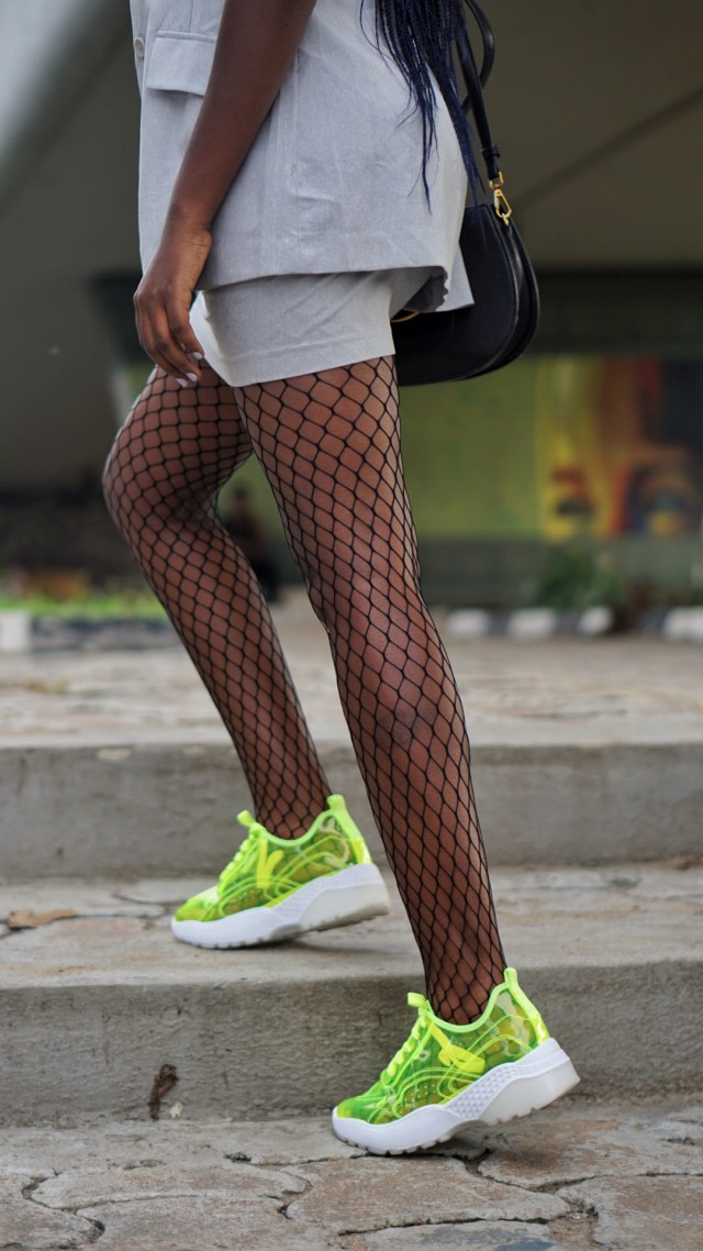 mini skirt suit trend fashion blogger wumi tuase neon pvc transparent sneakers fishnet panty hose