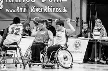 Die Rhine River Rhinos gegen den ASV Bonn im letzten Heimspiel 2016 in Wiesbaden. Foto: Steffie Wunderl