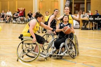 Das Team Baden-Württemberg/Rheinland-Pfalz schlägt das Team NRW knapp mit 34:29. Kuhberghalle Ulm, Deutschland.