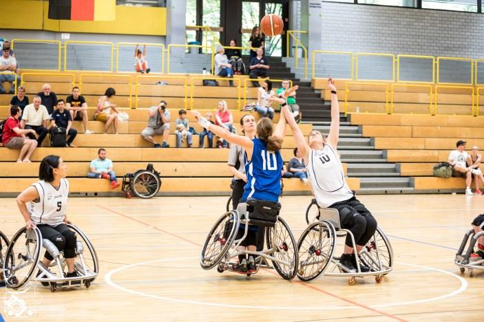 Bayern gewinnt mit 64:24 gegen das Team aus Baden-Württemberg/Rheinland-Pfalz. Kuhberghalle Ulm, Deutschland.