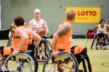 Die Damen aus den Niederlanden gewinnen erneut mit 38:45 gegen die Damen aus Großbritannien. Frankfurt, Skywheelers Dome