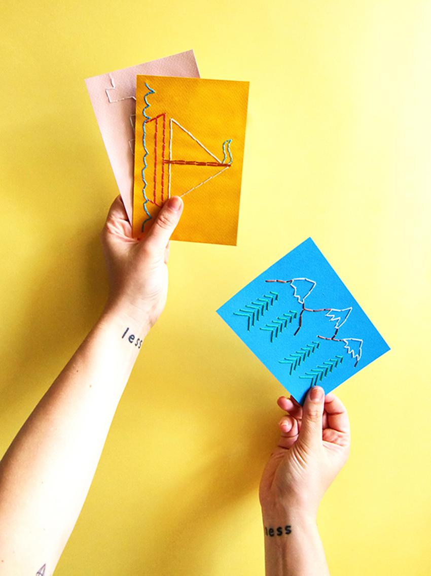 Vacances brodées : cet été, on fabrique ses cartes postales
