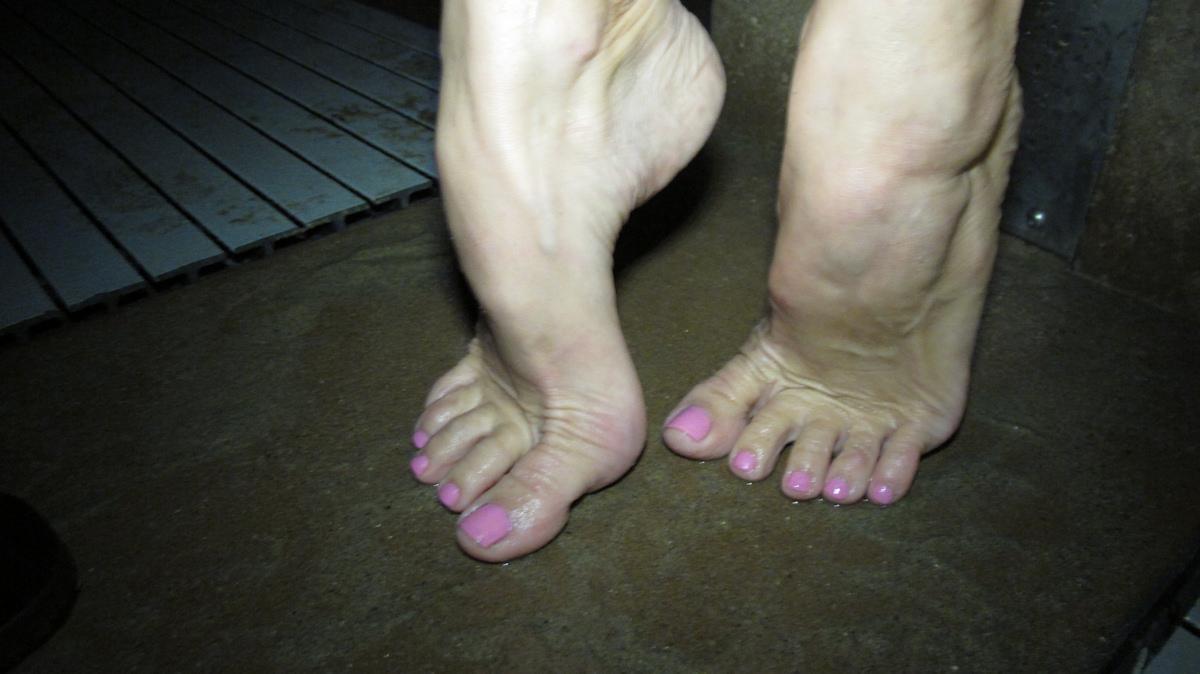 Wus Feet Links  Penny Hooks Photos