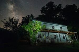 La légende du village de Burnt House est liée à l'une des vieilles histoires de fantômes préférées de l'État.