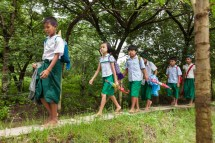 School Journey Rice Fields Knee-deep Mud And