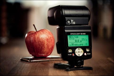 Apple vs. Flash || Canon5D2/EF100f2.8L | 1/8s | f3.2 | ISO100