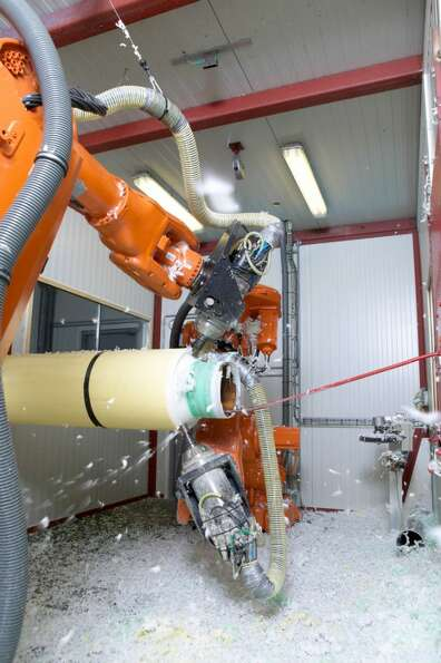 Bredero Shaw s Mobile Robotic Cutback System. Bredero Shaw is a division of ShawCor.