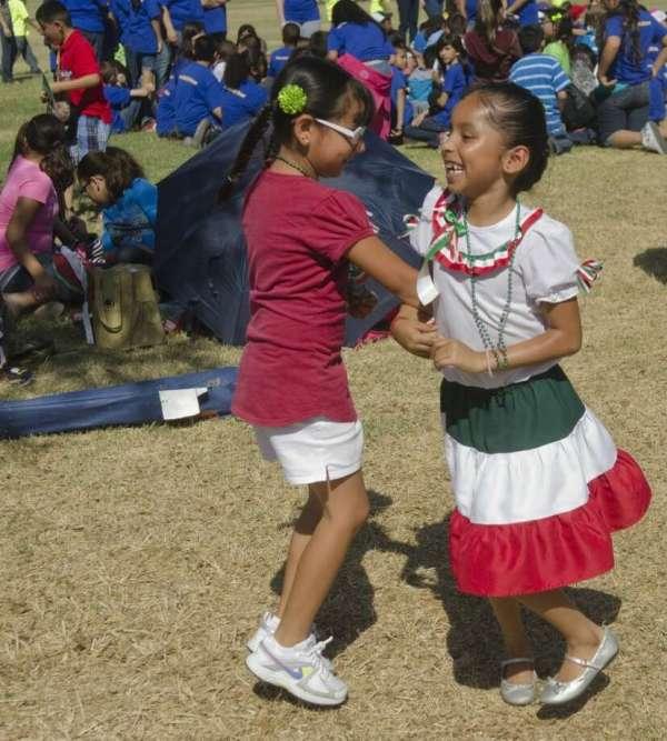 Hispanic Cultural Center Hosts Students Cinco De Mayo
