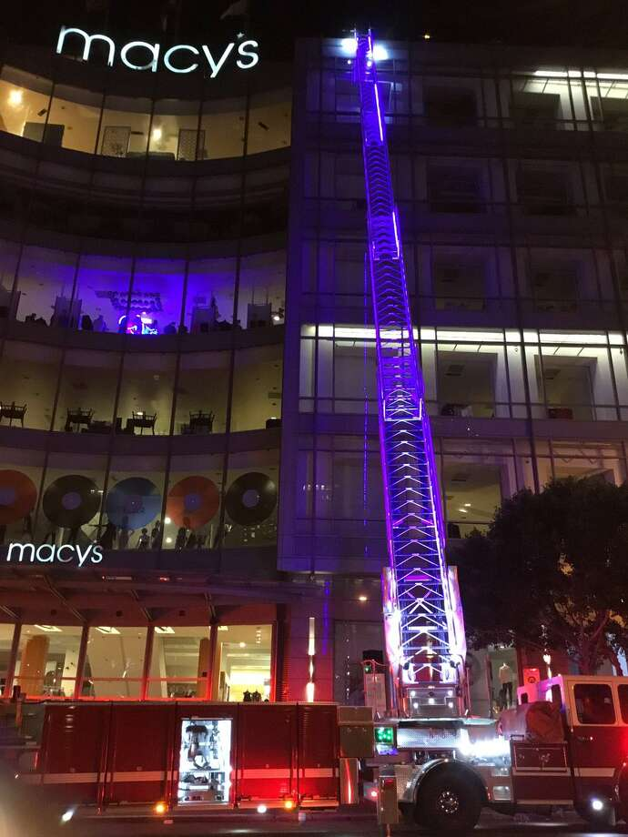 Fire breaks out on roof of Union Square Macys  SFGate