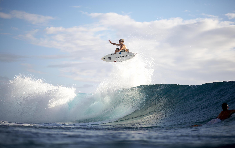 Two Hawaiian Surfers Endorse EX Drinks USs Energy