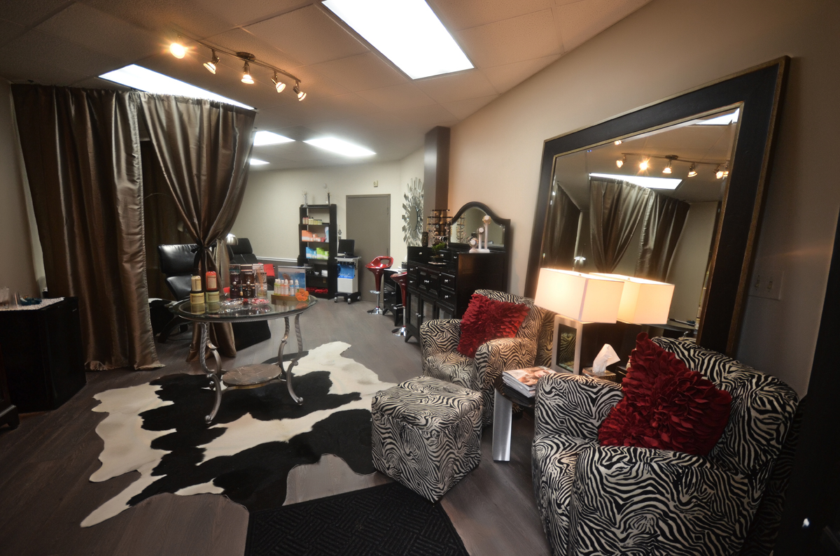 Luxury Lash Lounge Introduces ZeroGravity Chairs to
