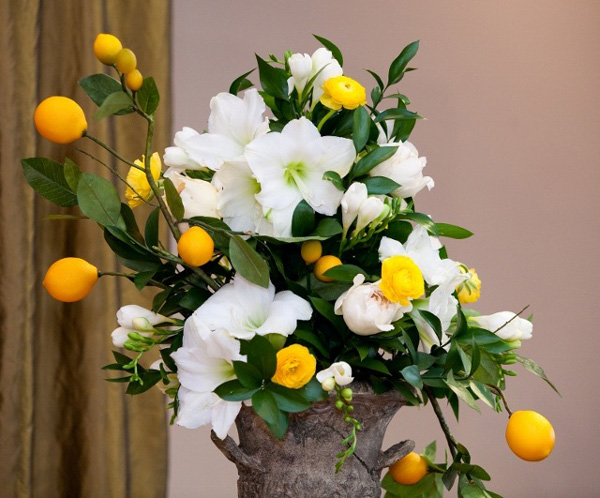 Wedding Flower Centerpieces with Flowers and Fruit