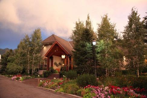 Salt Lake Wedding Reviews Names Heritage Gardens Utah S Most Well Rounded Wedding Venue