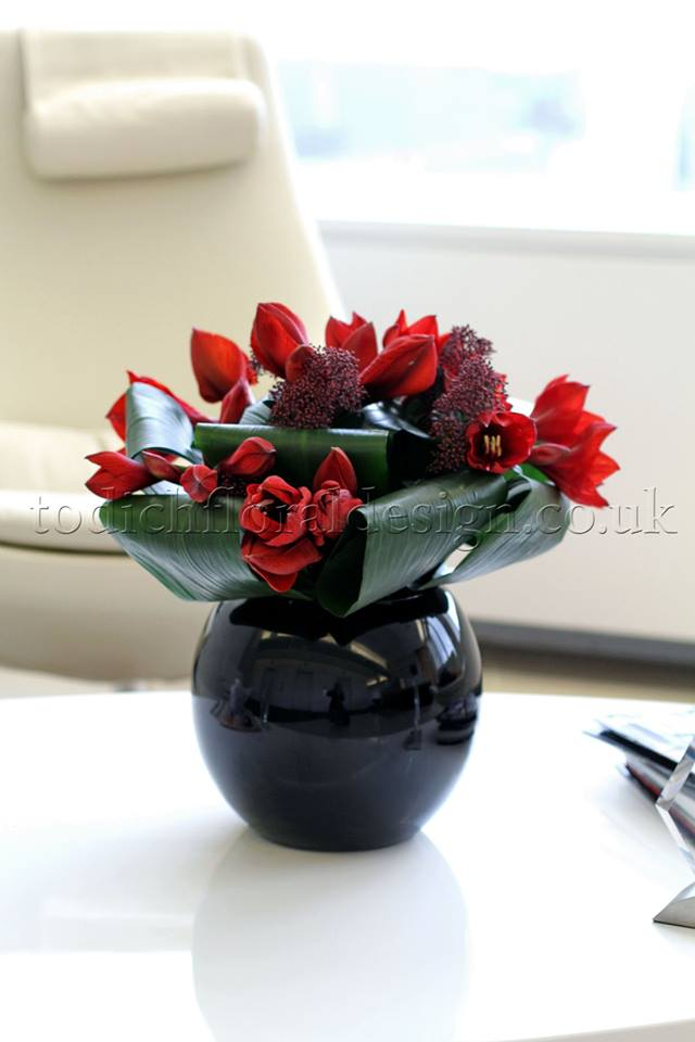 Brighten up the office with a Flowers24Hours summer flower