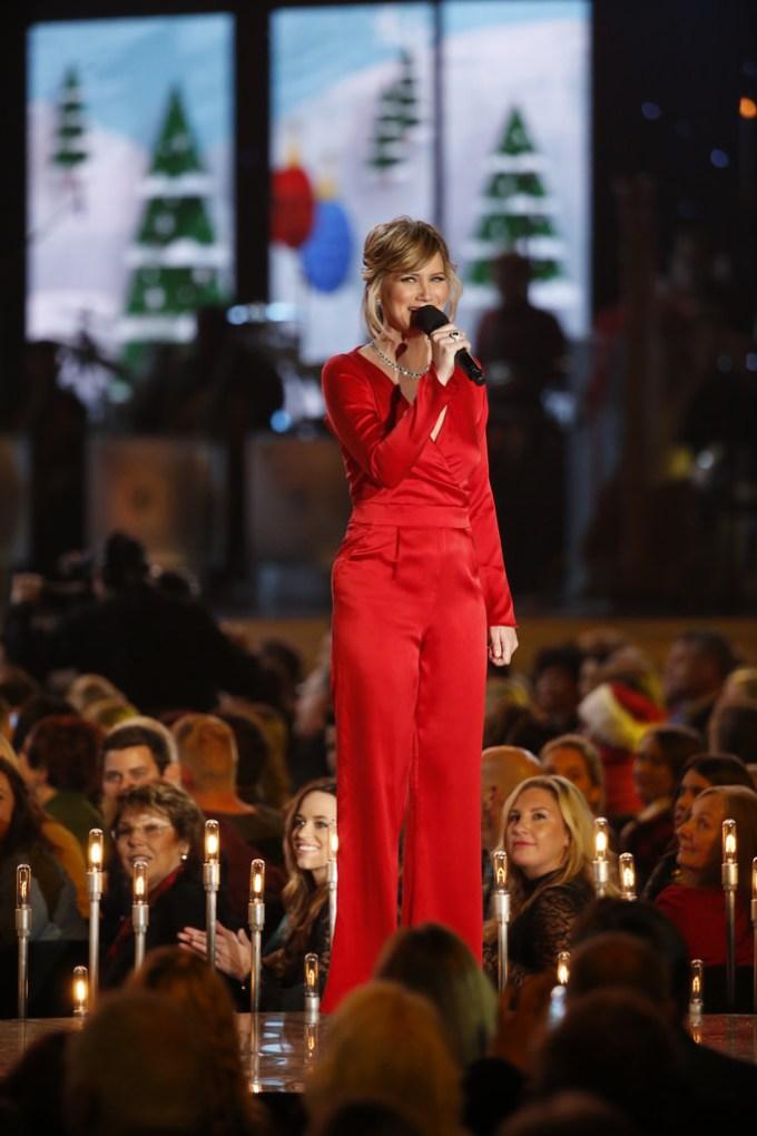 Jennifer Nettles Hosting Christmas Special | Christmaswalls.co