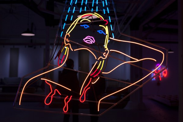 """""""light Charmer"""" Mesmerizes With Glowing Neon Art & Performance"""