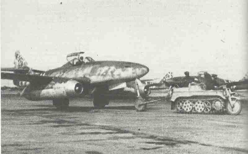 Me 262 towed by Kettenrad