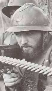 French soldier prepares to fire a Hotchkiss M1914 machine gun