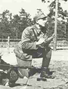Finnish instructor for Suomi sub-machine gun