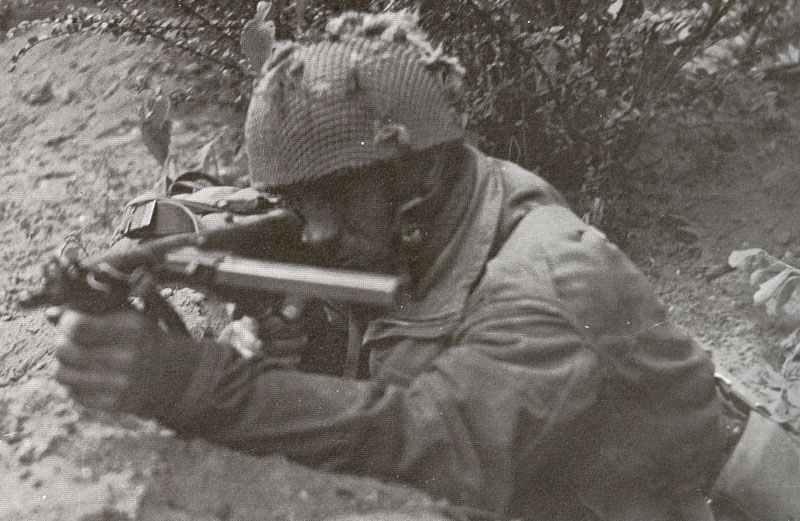 Sten Gun > WW2 Weapons