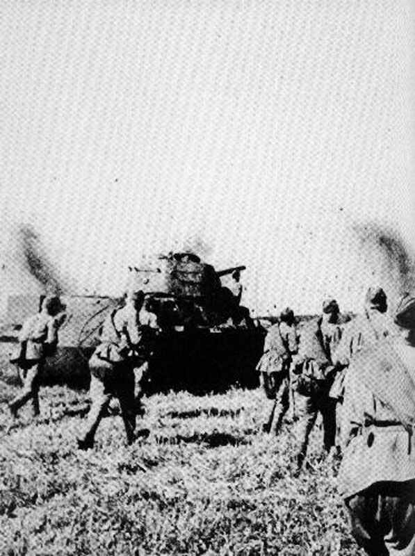 Attacking Russian infantry and tanks.