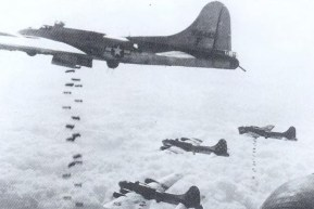 B-17 Fyling Fortress dropping bombs