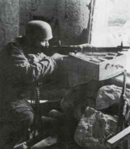 German paratrooper armed with the early 'E-Type' FG42 assault rifle