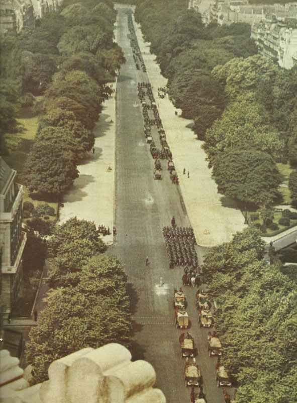View on the Avenue Foch when the Germans enter Paris.