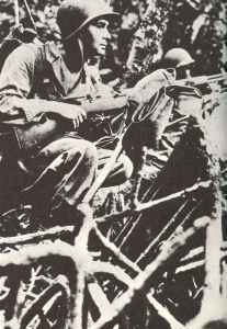 US Marines with Garand in the jungle
